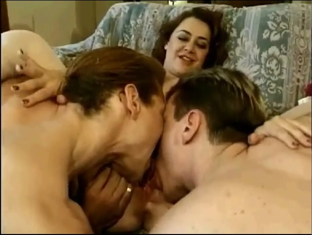 Ebony Girls Threesome Cumswapping