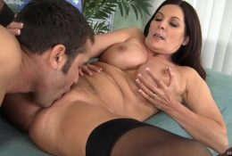 Depraved mature stepmom seduced her stepson for cunnilingus