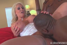 Crumpet Alura gets a pussy licking from black man