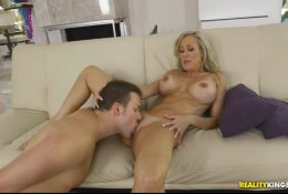 Hot milf seduced neighbor boy to licking cunt